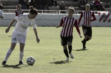 Gloria encara a Alazne en un lance del encuentro disputado en la Ciudad Deportiva (FOTO: Athletic Club)