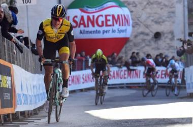 Primoz Roglic sullo strappo di Trevi. Fonte:Foto LaPresse/Gian Mattia D'Alberto – Comunicato Stampa Rcs Sport