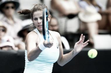 Julia Goerges golpea una derecha durante la final de hoy ante Wozniacki. Foto: zimbio.com