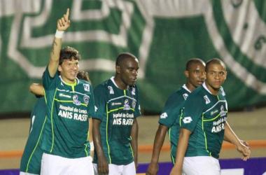 Júnior Viçosa fez o gol da vitória do Goiás diante do Santo André (foto: Carlos Costa/Agência Estado)