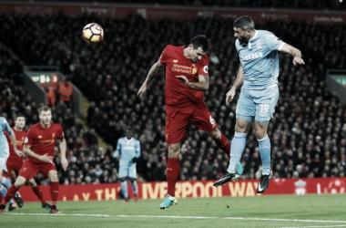 Walters en el momento del gol ante el Liverpool   Fotografía: Premier League