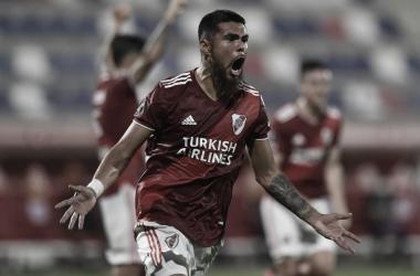 El chileno Díaz festeja su gol