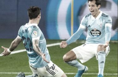 Santi Mina celebrando con Augusto Solari su segundo gol en el partido frente al Elche CF / Fuente: @RCCelta