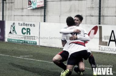 La Mutilvera celebra un gol de esta temporada. | Foto: Ariadna Santeugini (VAVEL.com).