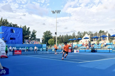 Jonathan Erlich (foreground) and Colin Fleming playing the Bryan Brothers/@gordonReid91