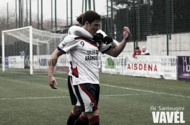 Gorka Laborda celebra un gol con la camiseta de la Mutilvera. | Foto: Ari Santeugini (VAVEL.com).