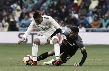 Casemiro y André Silva en la disputa de un balón   Foto: Sevilla FC