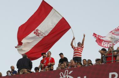 Aficionados animando en el último partido en los Cármenes contra el Tenerife. Foto: Antonio L. Juárez