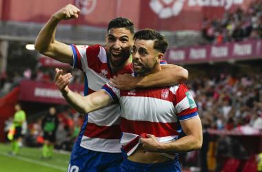 Puertas y Rodri celebran el gol del delantero | Foto: Antonio L. Juárez