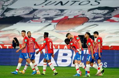 Los jugadores del Granada celebran un gol al Elche. Foto: Granada CF / Pepe Villoslada