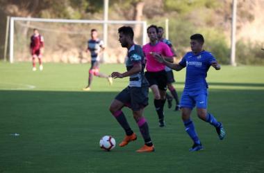 Fede Vico en una jugada durante el partido amistoso contra el Getafe | Foto: granadacf.es