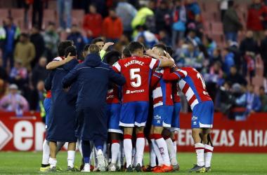 El equipo celebra el triunfo ante el Málaga. Foto: Pepe Villoslada/GCF.