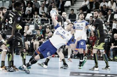 Acción del último enfrentamiento entre ambos equipos en 2016 | Foto:Laurent Théophile (lehandball.com)