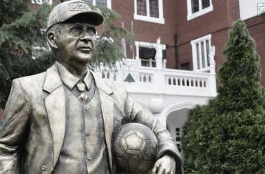 Estatua en homenaje al Maestro en Ferro (Foto: Ferrocarril Oeste)
