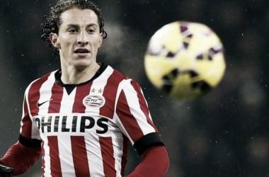 Guardado durante un partido con el PSV.   Foto: PSV