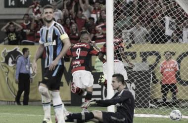 Guerrero marca novamente e Flamengo vence Grêmio no Maracanã