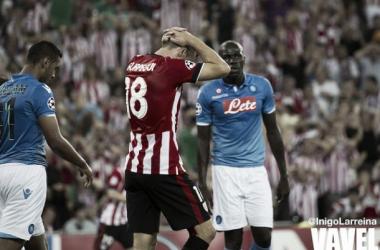 Gurpegi se lamenta durante el Athletic-Nápoles. | Foto: Iñigo Larreina (UGS Visión).