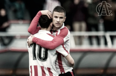 Abrazo entre Guruzeta e Iñigo Vicente. | FOTO: Athletic Club