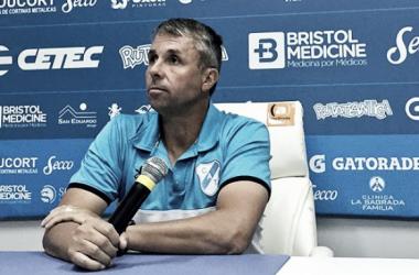 Gustavo Álvarez en conferencia de prensa. Foto: Info Región
