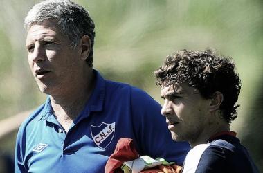 El entrenador Álvaro Gutiérrez y el lesionado Sebastián Fernández. Imagen: Tenfield