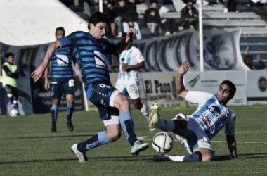 Ferreyra muestra cómo se jugó el partido. (Foto: El Tribuno)