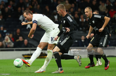 LONDON, ENGLAND - SEPTEMBER 30: Harry Kane of Tottenham Hotspur scores their side's fifth goal and his hat-trick during the UEFA Europa Conference League group G match between Tottenham Hotspur and NS Mura at Tottenham Hotspur Stadium on September 30, 2021 in London, England. (Photo by Clive Rose/Getty Images)
