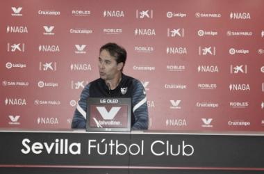Julen Lopetegui en la rueda de prensa previa al partido contra el Levante | Imagen: vavel.com