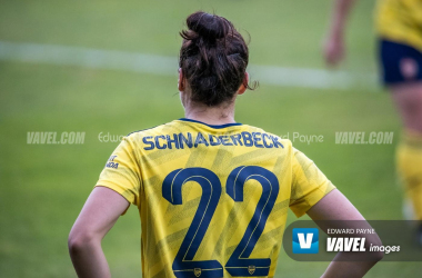 Viktoria Schnaderbeck signs new Arsenal contract