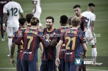 Los jugadores del Fútbol Club Barcelona celebrando uno de los goles marcados en la presente temporada | Foto de Noelia Déniz, VAVEL