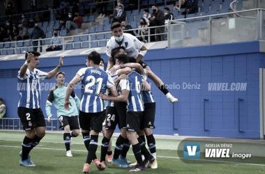 El equipo celebra el gol de Alejandro Pérez para dar el triunfo. | Fuente: Noelia Déniz - VAVEL