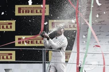 Desta vez Hamilton foi mais feliz do que Rosberg (Foto: Alessio Morgese/Alex Galli)