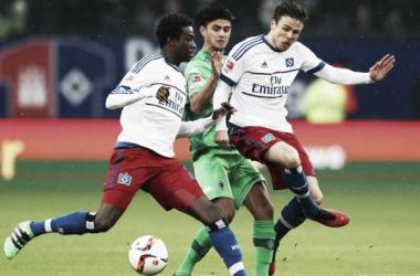 Hamburger SV 3-2 Borussia Mönchengladbach: Dinosaurs cling on after fierce fightback