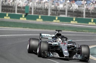 Formula 1 - La prima pole è di Hamilton, ma la Ferrari c'è: Raikkonen precede Vettel