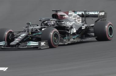 Lewis Hamilton marca el mejor crono en la FP2. / Fuente: F1