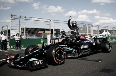 Hamilton celebrando la pole position en Hungaroring. (Fuente: Twitter @F1)
