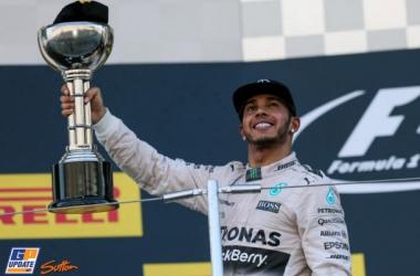 """Lewis Hamilton: """"Igualar a Senna aquí es algo que no puedo describir"""""""
