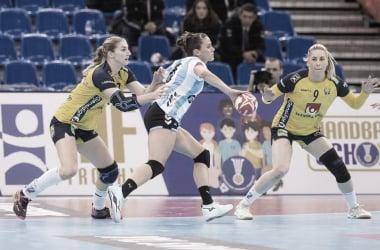 Argentina jugó un buen handball pero no pudo contra Suecia. Foto: IHF.