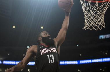 7ª vitória consecutiva para os Rockets // Fonte: Boston Herald
