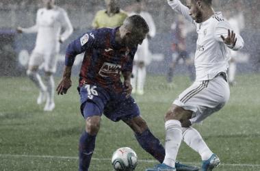 Hazard realiza un regate durante el partido / Foto: Real Madrid