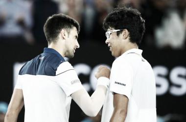 Australian Open, Djokovic al tappeto con Hyeon Chung. Thiem si scioglie contro Sandgren