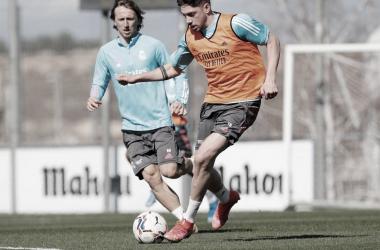Valverde, junto con Modric, en el entrenamiento matutino de l a jornada | Fuente: Real Madrid