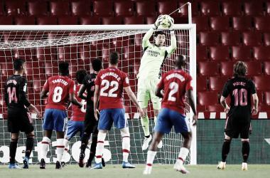 Courtois, en el partido ante el Granada. Fuente: Real Madrid