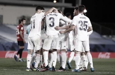 Zidane a elegir la compañía de Militao en la retaguardia merengue // Foto: Real Madrid