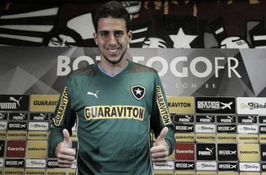 Goleiro chega para disputar posição com Renan no banco Alvinegro (Foto: Foto: Vitor Silva / SSpress)