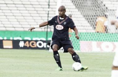 À procura de zagueiros, Fluminense conversa com Henrique, do Bordeaux
