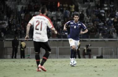 Henrique recupera de lesão, volta a treinar e deve reforçar o Cruzeiro diante da Chapecoense