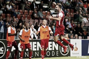 O estreante Tankovic comemora o gol marcado (Foto: Divulgação/AZ Alkmaar))
