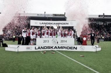 Ajax empata com Heracles Almelo e conquista o tetra da Eredivisie