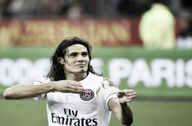 Por este gesto fue expulsado Edinson Cavani (FOTO:Goal).