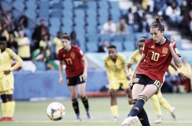 Jennifer Hermoso en el momento de lanzar el primer penalti / Foto: FIFA